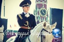 Российская женщина-полицейский на коне запала в душу японцам 272